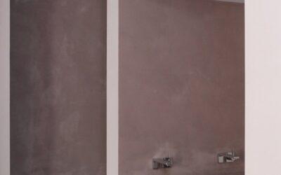 egy modern párizsi lakás fürdője..